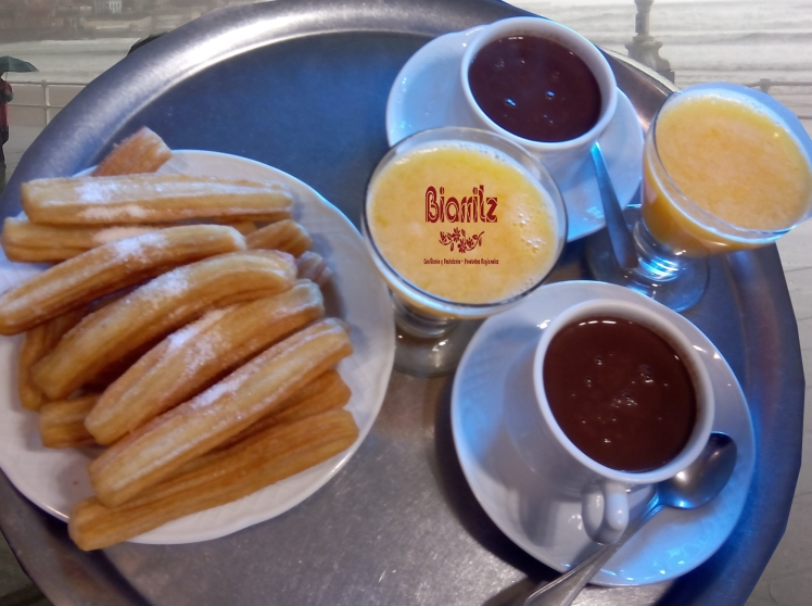 DIOS LE DIO ALAS A LOS ANGELES Y DULCE A LOS HUMANOS chocolate con churros y café con bollerría. Chocolate frio échalo al río. chocolate con churros. Amor sin besos es como chocolare sin churros. Chocolate churros zumo. Breakfast time Café con bolleria colacao con pastel. Coffee time.