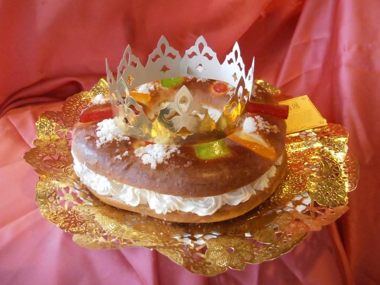 Roscón de Reyes: relleno de nata.