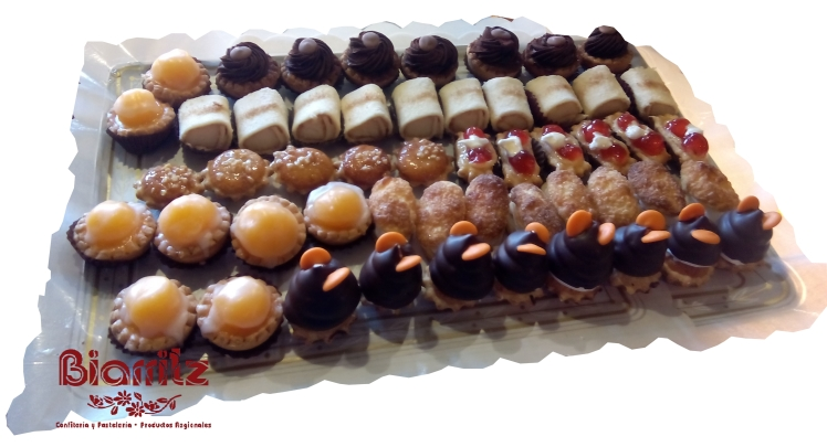 Descuento del 10% en su compra de pasteles en la Confitería Biarritz. PASTELES EN LA MEJOR CONFITERÍA DE GIJÓN: PINOCHOS, CASADIELLAS, CARBAYONES,  bombas, pasteles de manzana, trenza de hojaldre y frutos secos, cubilete de almendra, manzana asada, negritos, crucetas, milhojas de crema, milhojas de merengue, milhojas de avellana, petit choux, teresita de crema, teresita de almendra, ochos de hojaldre, lenguas de merengue, bartolos, Piononos, pasteles de bizcocho.