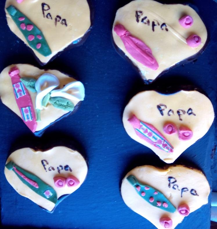 Día DEL PADRE EN LA CONFITERIA BIARRITZ, GIJÓN. Regala una galleta, tarta, pastel a tu padre en su día para demostrarle que te acuerdas de la importancia que tiene en tu vida. En la Confitería Biarritz el detalle le encantará.